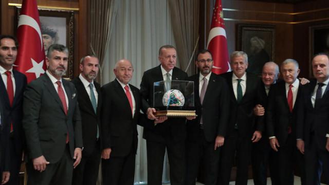 Cumhurbaşkanı Erdoğan TFF Başkanı Nihat Özdemir'i kabul etti