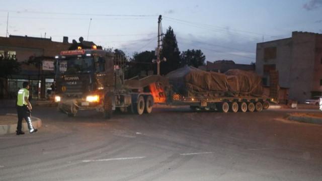 Suriye sınırına zırhlı araç sevkiyatı sürüyor