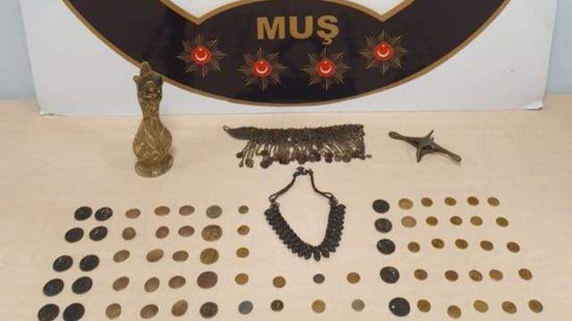 Muş'ta tarihi eser ve gümrük kaçakçılığı operasyonu