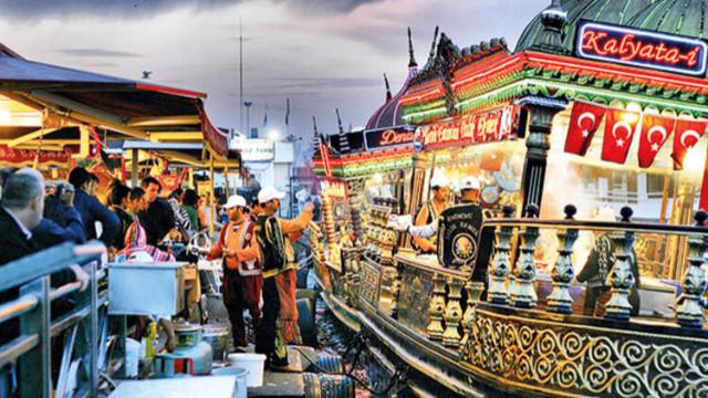 İBB, Eminönü'ndeki balık ekmek satan yerlere ihtarname gönderdi