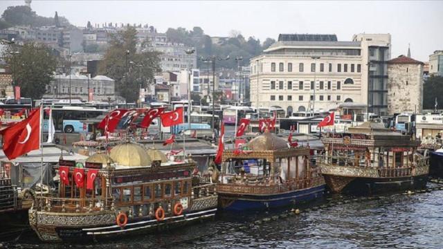 Mahkemeden Eminönü'ndeki balık ekmek satan tekneler için yeni karar