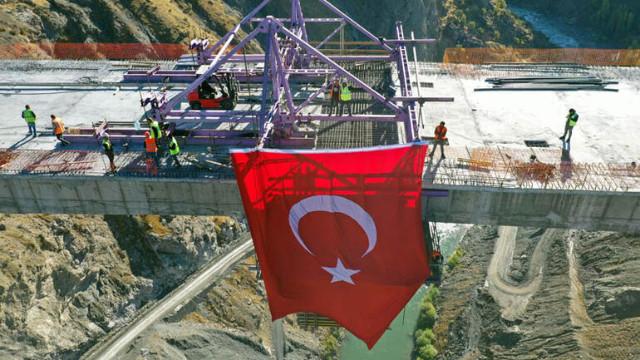 Bitlis'in Hizan ile Siirt'in Pervari arasına yapılan köprü Türkiye'nin en yükseği olacak!