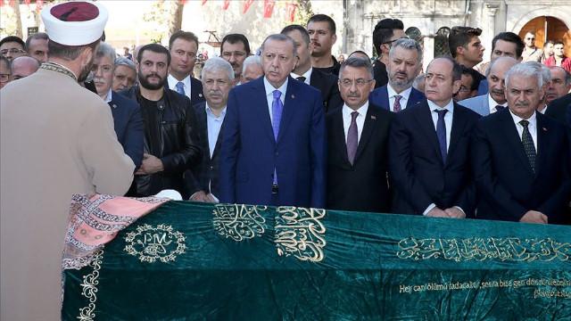 Erdoğan, Başkanvekili Akbaşoğlu'nun annesinin cenazesine katıldı