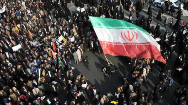 İran'da benzin zammına protesto