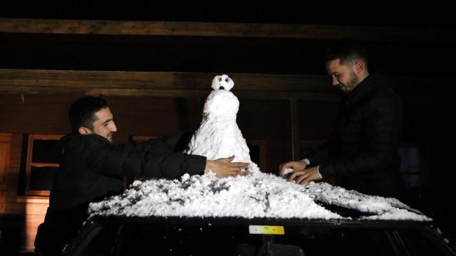 Zonguldak'ta etkili olan kar sürücülere zor anlar yaşattı