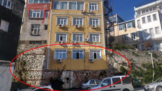 Sur kalıntılarının üstüne 5 katlı otel