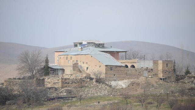 Depremin vurduğu Elazığ'da 708 yıllık konak ayakta kaldı