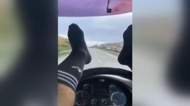 Ayağıyla araba kullandı hapis cezası verildi