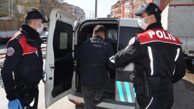Yasağa uymayan gençler polise yakalandı