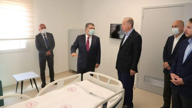 Erdoğan yapımı devam eden hastaneleri inceledi