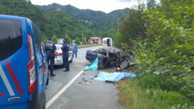 Trabzon'da direğe çarpan araçta bulunan 3 kişi yanarak can verdi