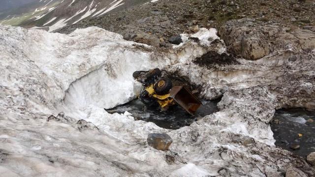 Karların erimesiyle araçlar ortaya çıktı