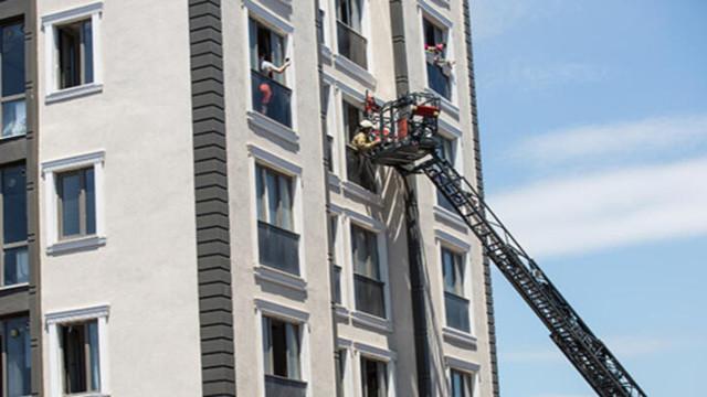 Alibeyköy'de apartmanda yangın! Mahsur kalanlar var