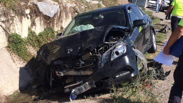 Vali'nin de olduğu araba kaza yaptı: 1 ölü, 5 yaralı
