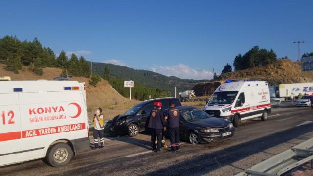 Konya'da 2 otomobil çarpıştı: 5 yaralı