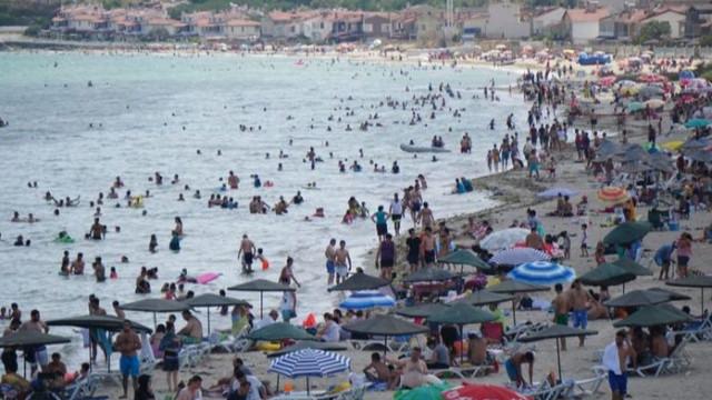 Sahilde yoğun kalabalık! Denize girmek isteyenler o kente akın etti