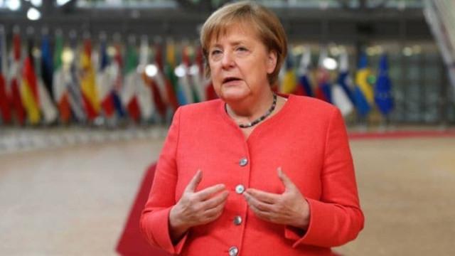 Merkel'den çağrı: Aile dışı teması azaltın