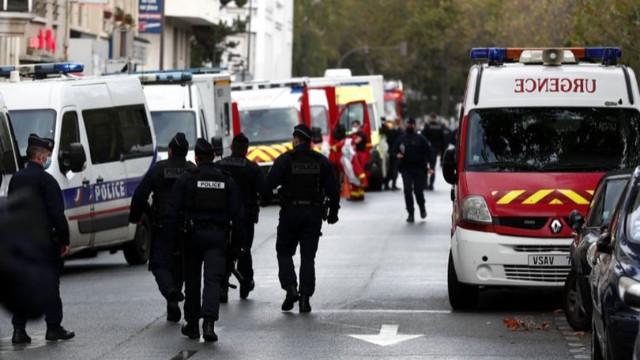 Fransa'da Charlie Hebdo yakınlarında bıçaklı saldırı!