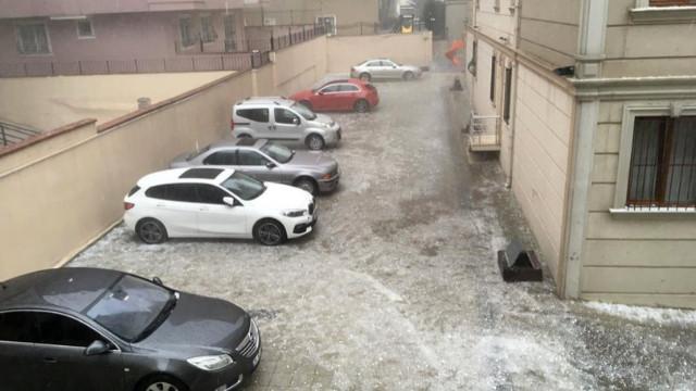 İstanbul'da sağanak ve dolu yağışı etkili oldu