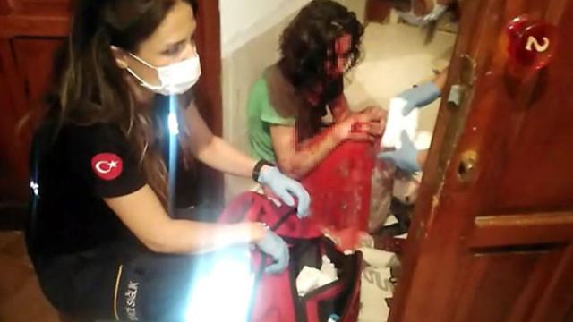 Polis balkondan girip kanlar içinde kalan kadını kurtardı