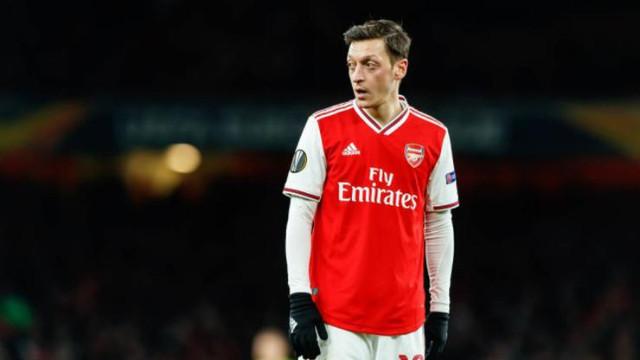 Arsenal Mesut Özil hakkında karar verdi