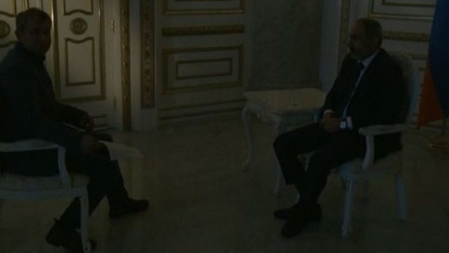 Paşinyan'ın röportajı esnasında elektrikler kesildi