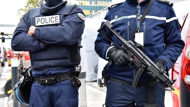 Fransa'da polis, bakanlara baskın düzenledi