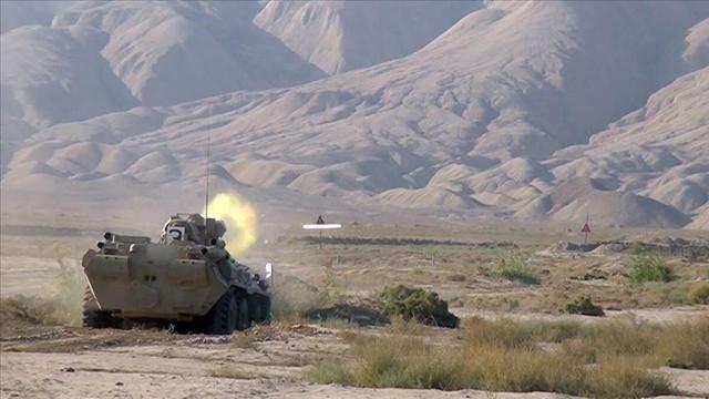 Azerbaycan Ermenistan'a ait askeri birliği ele geçirdi!