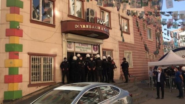 Diyarbakır'da operasyon! HDP İl Binası'nda arama yapılıyor
