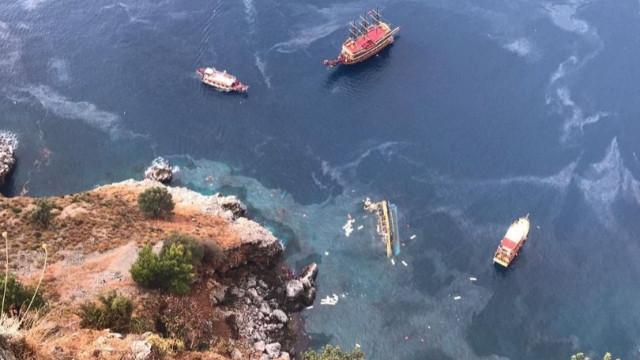Son Dakika! Antalya'da tur teknesi battı
