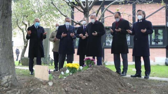Erdoğan, Ahmet Kekeç'in mezarını ziyaret etti
