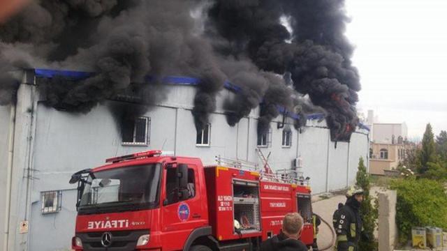 Uşak'ta bir fabrikada yangın