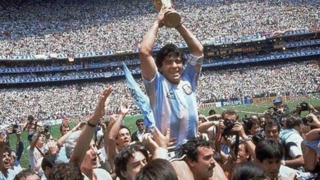 Futbolcu Maradona hayatını kaybetti