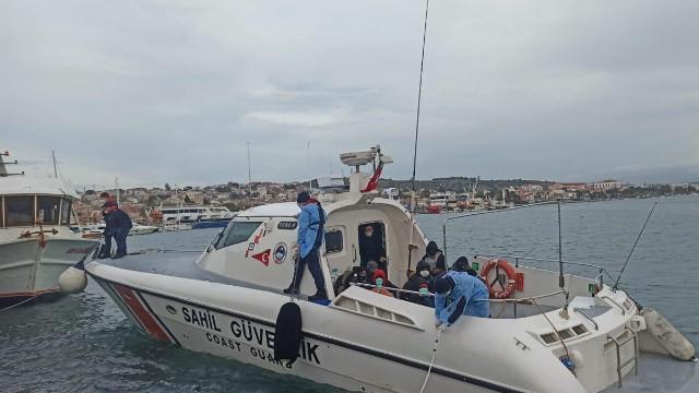 Yunanistan'ın ölüme terk ettiği lastik bottaki kaçak göçmenler kurtarıldı