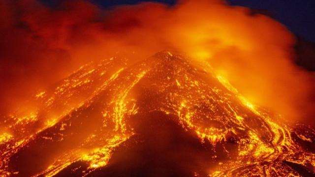 Etna Yanardağı bir kez daha faaliyete geçti!
