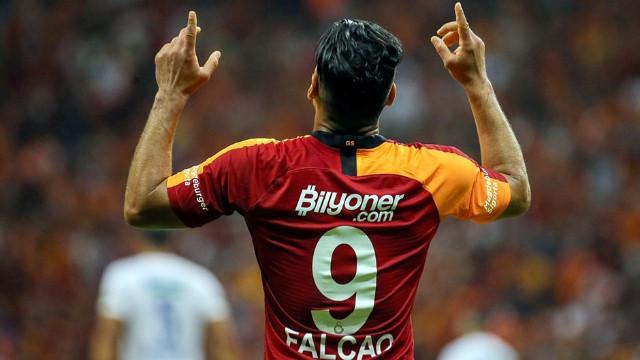 Falcao'nun annesi duyurdu! Galatasaray'da kalacak mı?