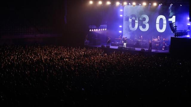 İspanya'da koronavirüs konseri! Sosyal mesafe kaldırıldı