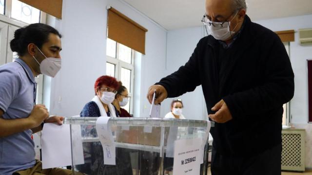 Bulgaristan 6 bin 895 aday arasında seçimlerini yapıyor
