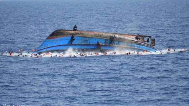 Tunus açıklarında sığınmacı teknesi battı: En az 21 ölü