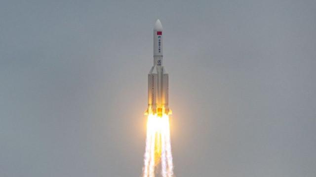 Çin'in uzaya fırlattığı roket kontrolden çıktı
