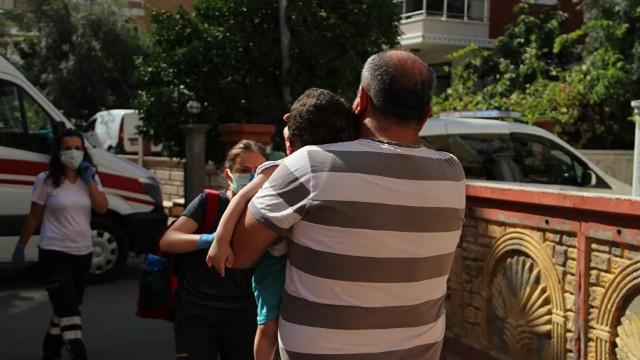 Evde açlıktan baygın halde bulunan 4 çocuk son anda kurtarıldı