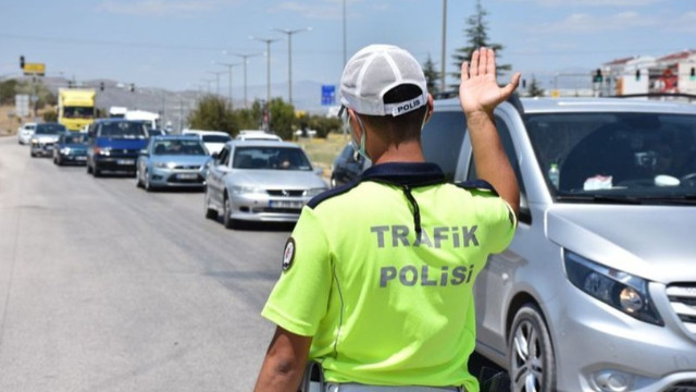 """""""Kilit kavşak"""" Kırıkkale'de bayram öncesi trafik yoğunluğu arttı"""