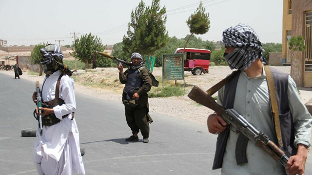"""Taliban """"af"""" ilan etti, kadınlara yönetime katılmaları çağrısı yaptı"""