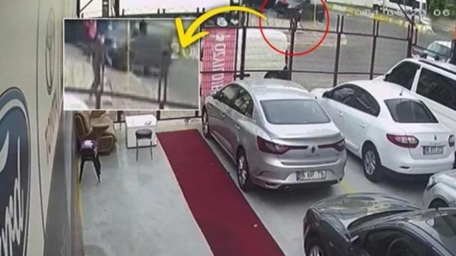 Ehliyetsiz sürücü kaldırıma çıktı: 1 kişi ağır yaralı
