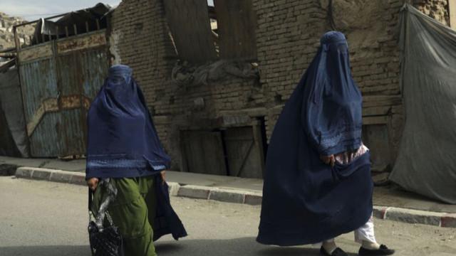 Taliban Sözcüsü NYT'ye konuştu: Kadınlar erkek olmadan 3 günden fazla seyahat edemeyecek
