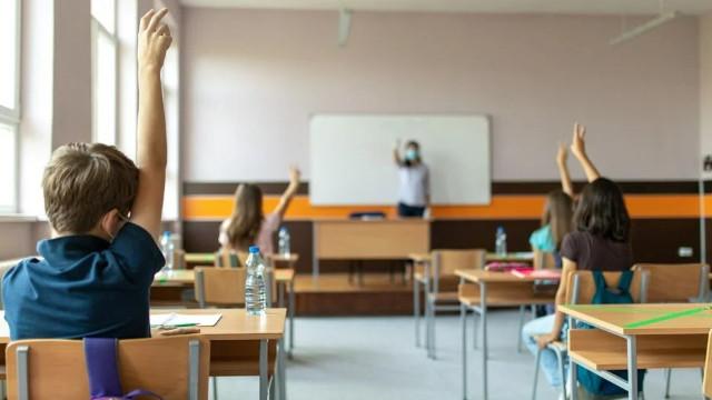 Fauci: Okula giden çocuklar için Covid-19 aşısı zorunlu olmalı