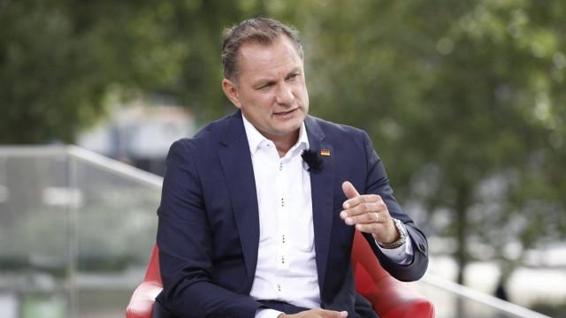 Alman siyasetçi Chrupalla: Afgan göçmenleri silahla durduralım