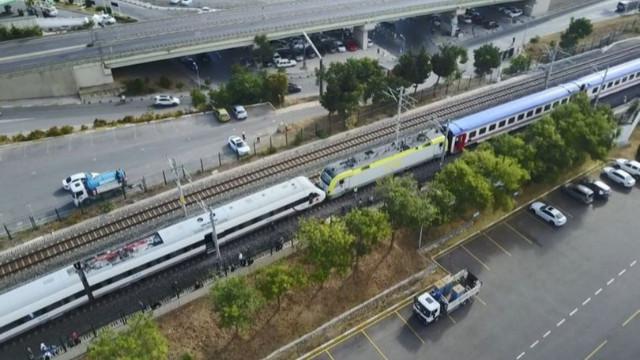 İki tren kafa kafaya geldi! Faciadan dönüldü!