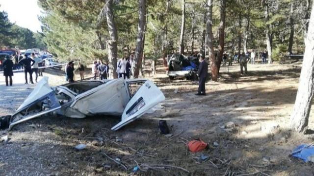 Afyonkarahisar'da öğrenci servisi devrildi: 5 ölü