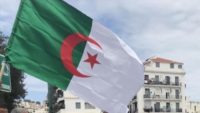 """Macron'un """"Osmanlı sömürgeciydi"""" suçlaması! Cezayir'den tokat gibi cevap!"""